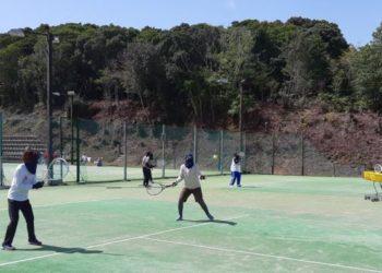 初心者向け健康テニスレッスン